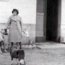 Bozena Pietruszewska-Wyrembek z psem, koza i owca